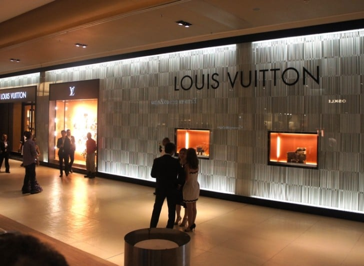 Louis Vuitton no Village Mall